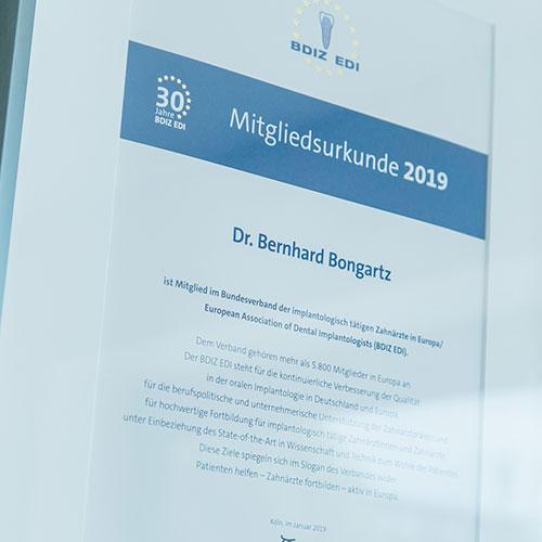 Zahnarzt Köln Innenstadt - Dr. Bongartz - Foto einer BDIZ EDI Mitgliedsurkunde